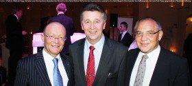 v.l.n.r.: Prof. Dr. Michael Popp (Inhaber und Vorstandsvorsitzender der Bionorica SE), Peter Weber (Vertreter des Kunstvereins caratart e.V.), Felix Magath (Vorsitzender des Stiftungsrats, der von Prof. Popp gegründeten Phytokids Stiftung)